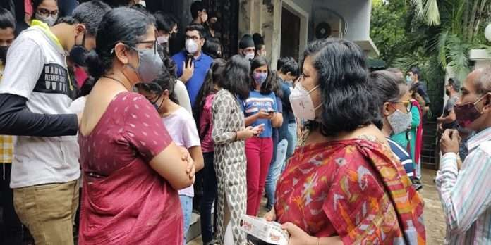 SSC results website hangs, parents with students, teachers awaiting results