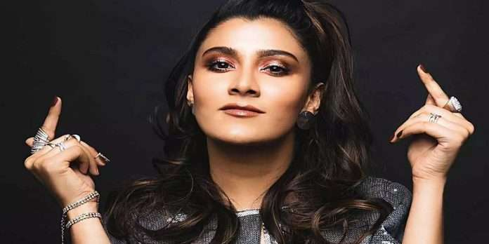 aastha gill feels lucky to her self