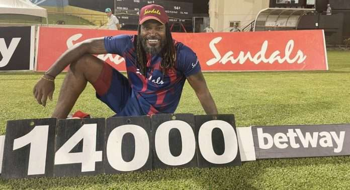 chris gayle completes 14,000 runs in t20