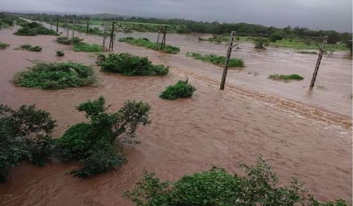 heavy rainfall in badlapur Ulhas river breaches danger mark