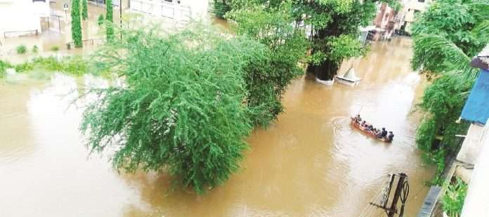 one-dies-while-watching-floods-in-mahad