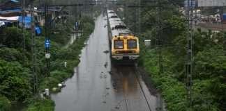 Mumbai Rains heavy rain continues in Mumbai it affected local train service