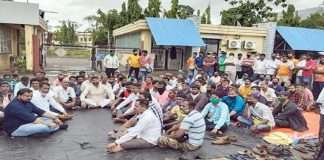 Workers of Mahindra Sanio sit for the amount of provident fund