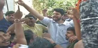 shiv sena and bjp party worker aggressive at juhu