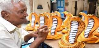 Attractive snake idols for sale on the occasion of Nagpanchami
