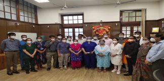 Mayor kishori pednekar felicitates doctors at KEM hospital