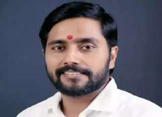 two people attack on Shiv Sena branch head Amit Jaiswal
