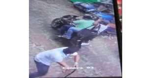 in panvel robbers attack a goldshop empyoee and pass out