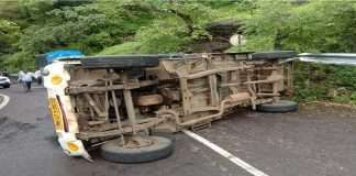 4 workers injured, one seriously injured in pickup truck accident in Matheran Ghat
