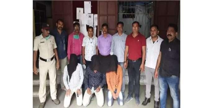 17 year old girl was gang raped by rickshawa drivers