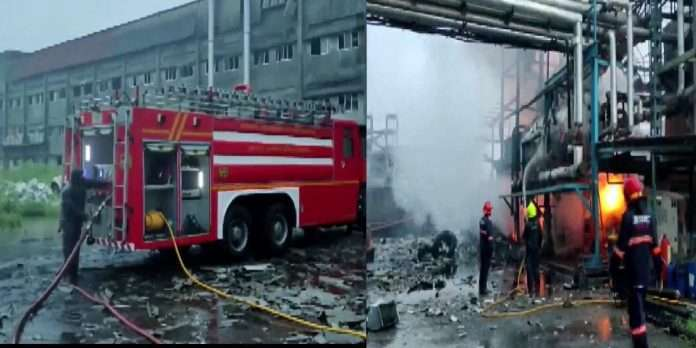 four injured and one death in a fire that broke out due to an explosion at Jakharia Fabric Ltd in Boisar