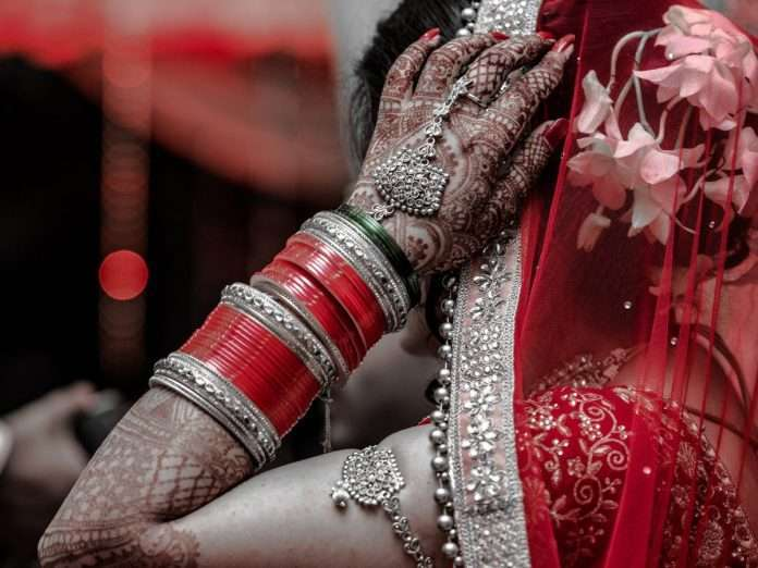bride escaped after cheating husband after marriage in mainpuri