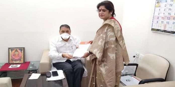 Shalini Thackeray Meet Home Minister Dilip Walse patil