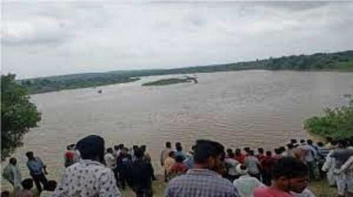 Boats sank at Shri Kshetra Zunj in Amravati