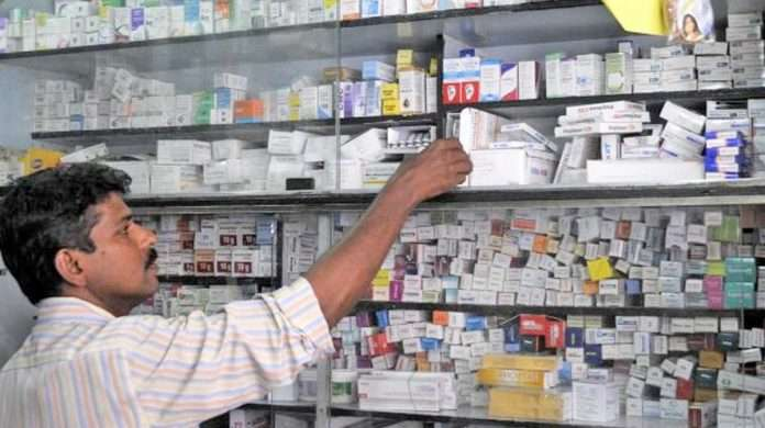verify the presence of pharmacists in Food and Drug Administration medical stores
