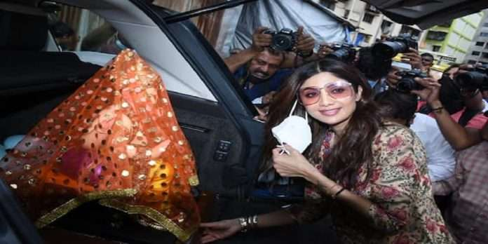 shilpa shetty take ganpati idol for home