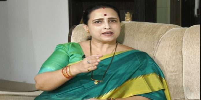 chitra wagh says my political teacher father is sharad pawar but leader is devendra fadnavis