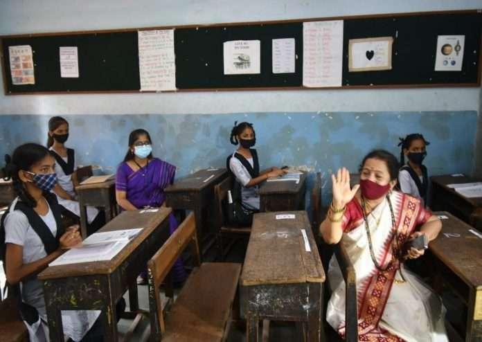 Mayor Kishori Pednekar told corona preventive rules to students