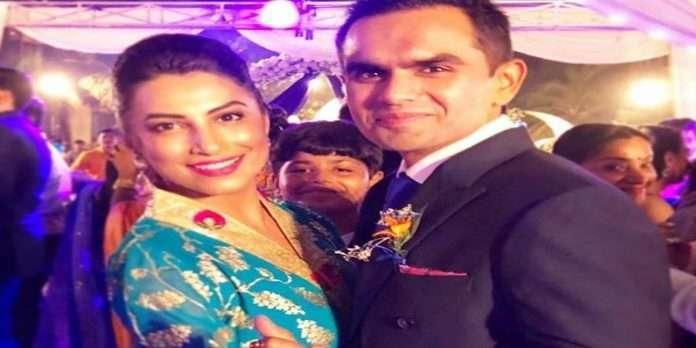 NCB officer Sameer Wankhede is very good at handling pressure of Aryan Khan drugs case,say his wife kranti redkar