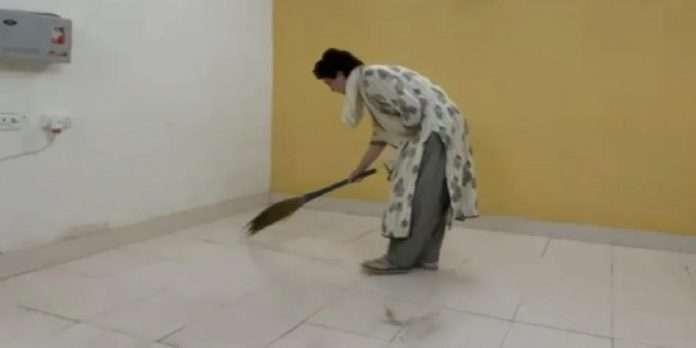 Lakhimpur violence Priyanka Gandhi sweeping guest house video viral viral
