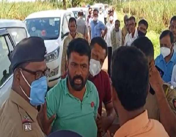kolhapur sangli flood swabhimani sanghatana protest on central team in inspection of crop