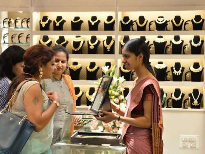 virus-fear-in-india-speeds-up-gold-buyers-shift-to-chain-stores